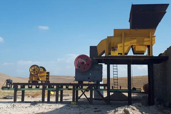 در حال ساخت تجهیزات مربوط به خط سنگ شکن