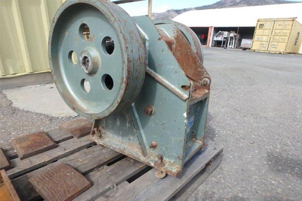 تولید تعمیر و نصب انواع سنگ شکن و قطعات جانبی آنها
